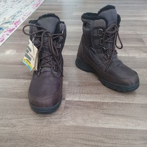NWT Kamik Baltimore winter boots, size 9